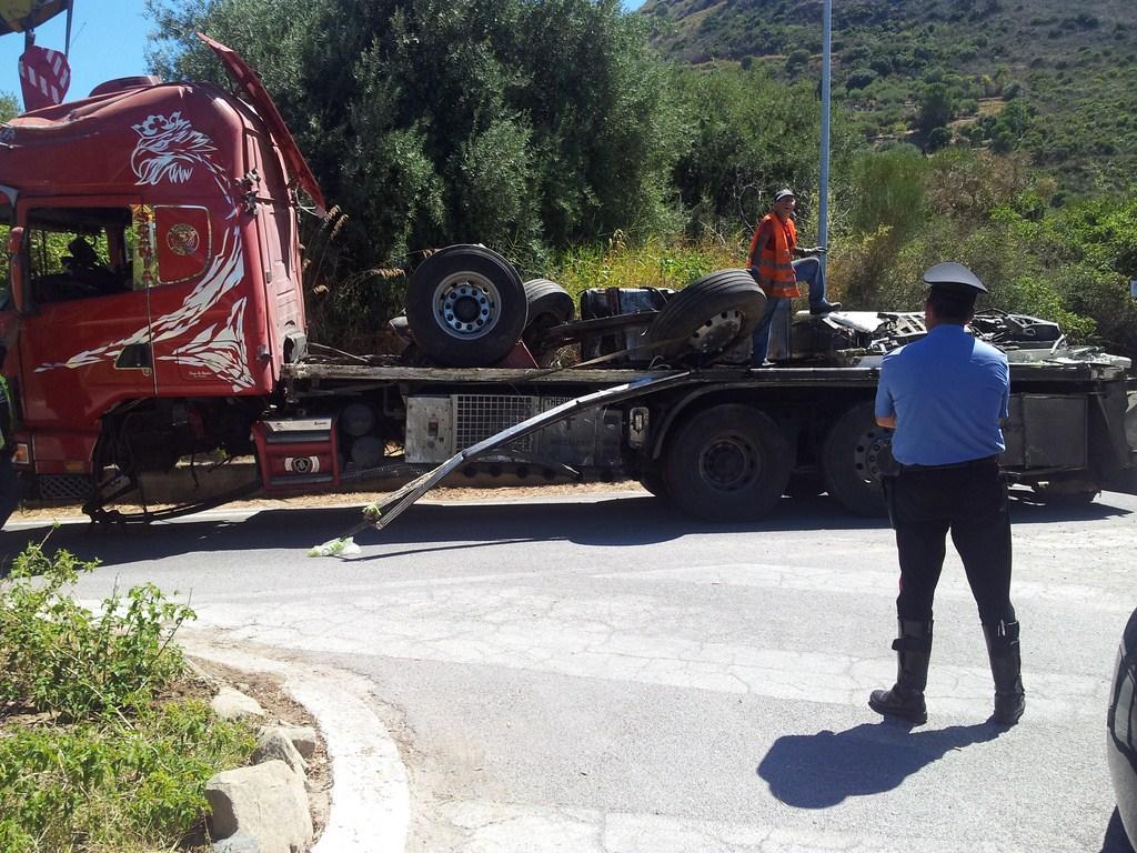 Incidente Tir sull'autostrada A20 all'altezza dell'Hotel CostaVerde (Foto)