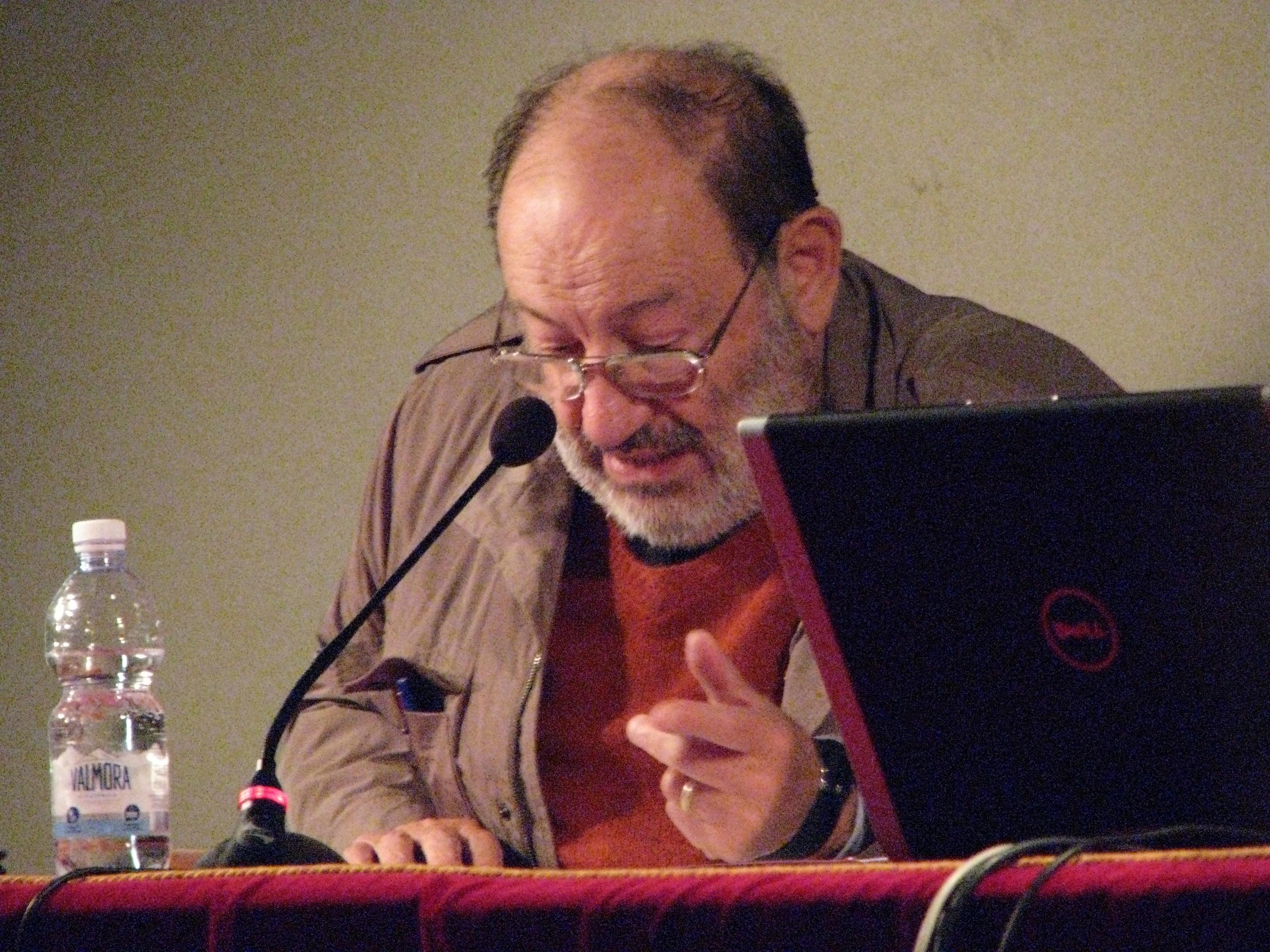 Da Fb a Umberto Eco e ritorno. La semiotica a Torino nel racconto di un cefalutano