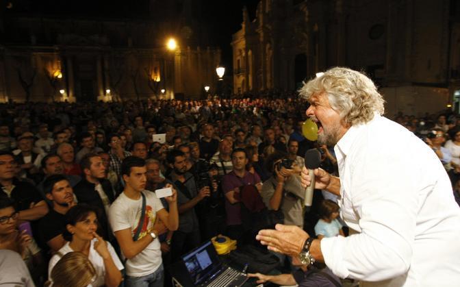Beppe Grillo, dalla nuotata sullo stretto a Cefalù