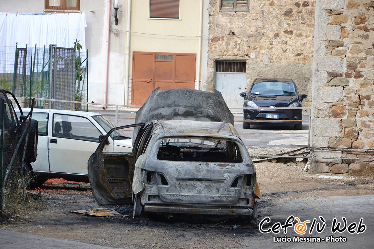 Cerda: bruciate nella notte due auto del Sindaco