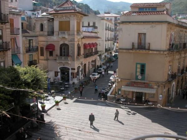 Investita donna in Piazza Garibaldi