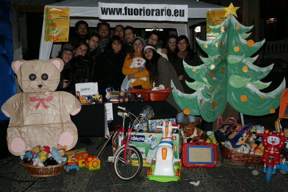"""""""A Natale regala un sorriso"""" raccolta di giocattoli e vestiti per bambini"""