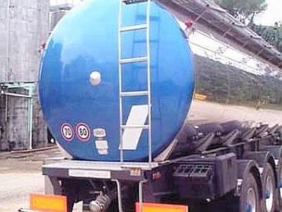 Autostrada Messina - Palermo: si ribalta autocisterna carica di carburante