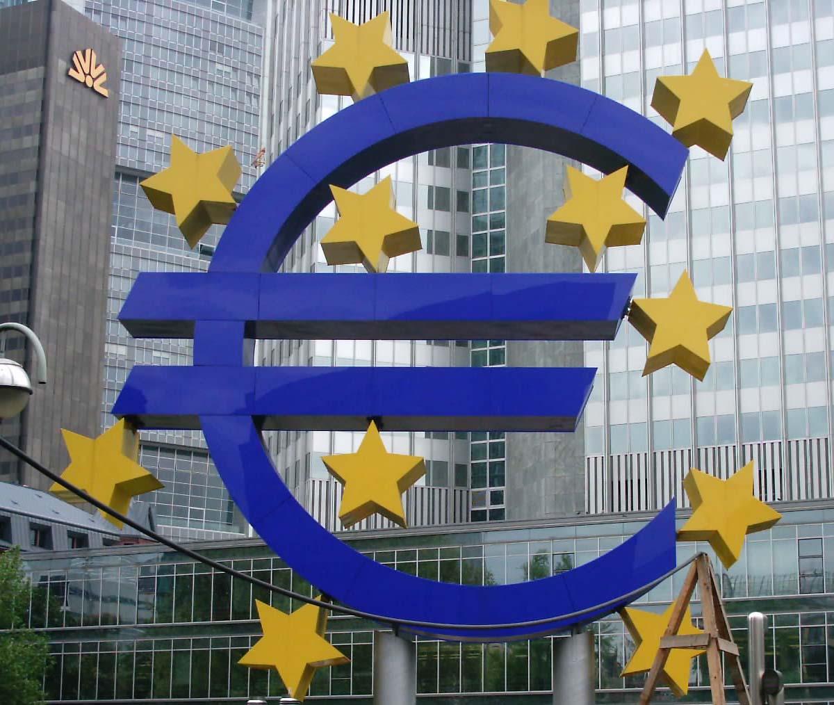 Oltre l'Euro e l'era (Anti)berlusconiana