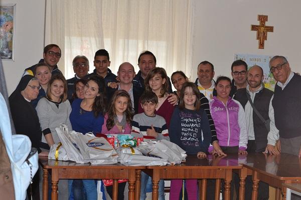 Un gol per il sociale – Il Cefalù Calcio in visita all'orfanotrofio