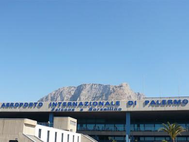 Allarme bomba all'aeroporto di Palermo, scalo chiuso e tanta paura