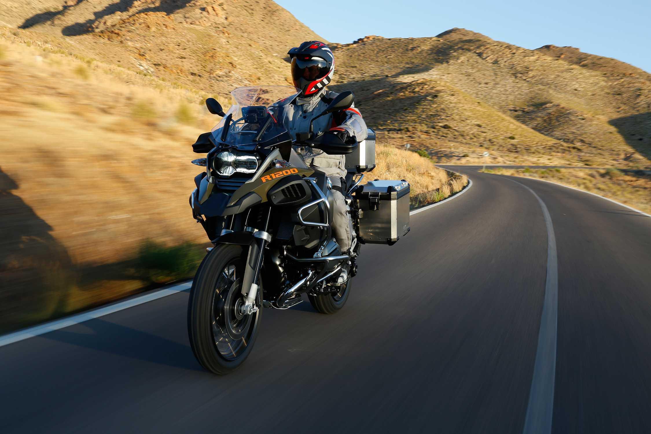 BMW ti invita sabato 1 e domenica 2 febbraio per scoprire le nuove R 1200 RT e R 1200 GS Adventure