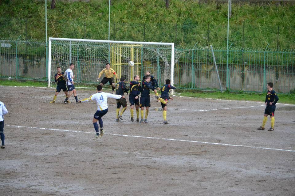 Un Cefalù Calcio eroico batte in dieci la capolista
