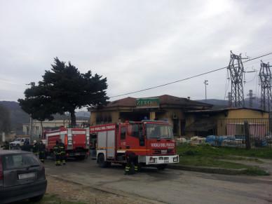 Grave incendio a Castelbuono: nella notte a fuoco un mobilificio