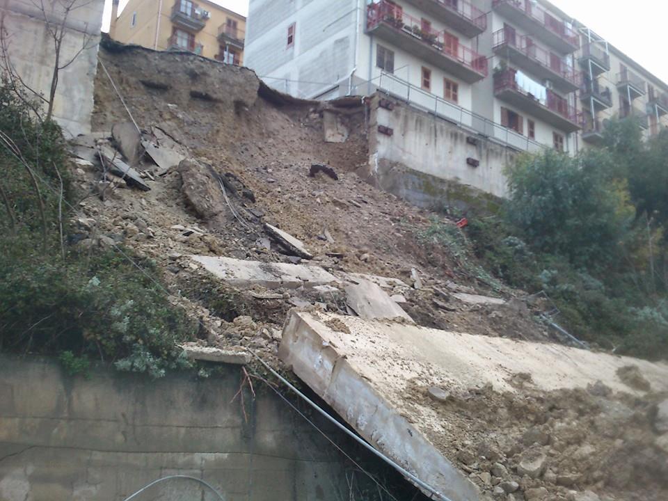 Polizzi, a rilento i lavori di rimozione del muro crollato: protestano i cittadini