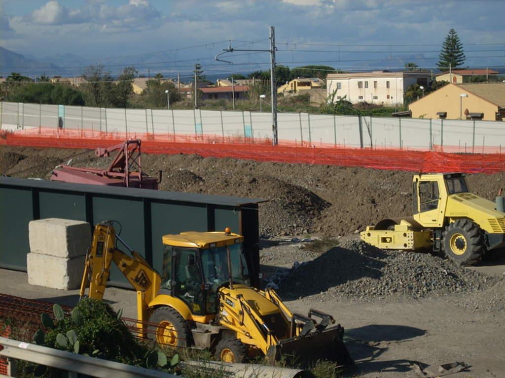 Cefalù, raddoppio ferroviario: i lavoratori minacciano occupazione dei cantieri