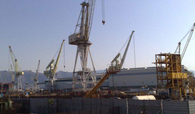 Nave in fiamme al porto di Palermo: due operai ustionati