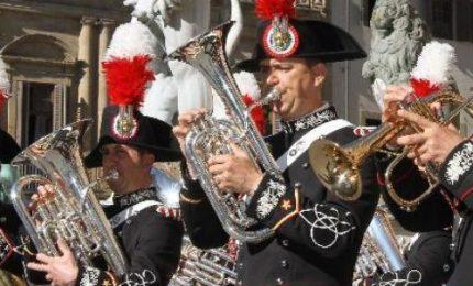La fanfara dei carabinieri a Cefalù in occasione dei 200 anni dell'Arma