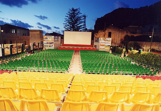 Il Teatro Arena Dafne su facebook