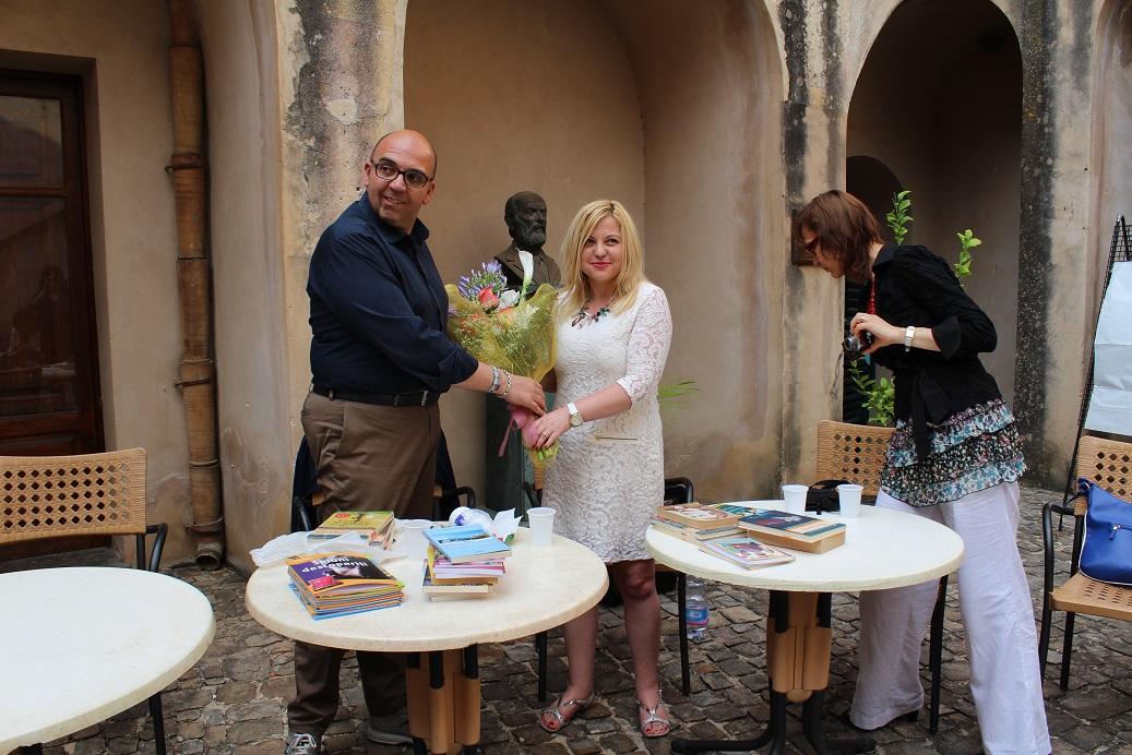 Castelbuono: Consegnati libri in lingua rumena alla biblioteca comunale