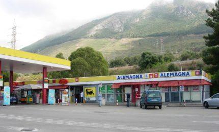 """A19 Palermo-Catania: vasto incendio minaccia area di servizio """"Caracoli"""""""