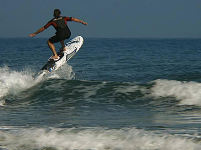 Arriva la prima tavola da surf elettrica news madonie notizie - Tavola da surf con motore ...