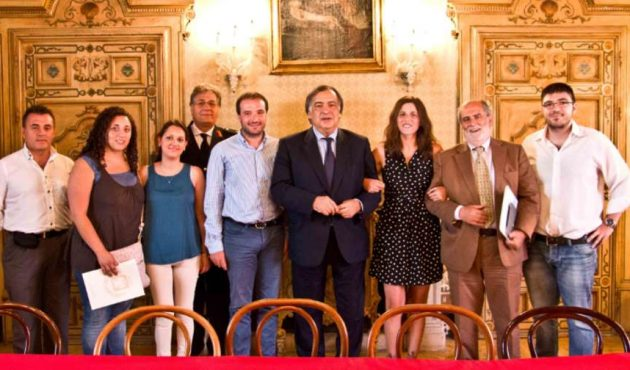 "Social Street Palermo. Sindaco Orlando riceve petizione ""Chi sporca, paga"""