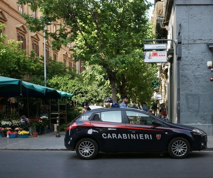 Palermo, i carabinieri arrestano due ventunenni per furto di capi d'abbigliamento
