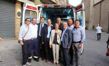 Gangi, donata ambulanza ad una associazione di volontariato