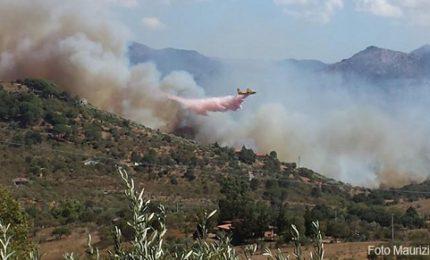 Castelbuono fuoco e devastazione, si teme per alcune abitazioni