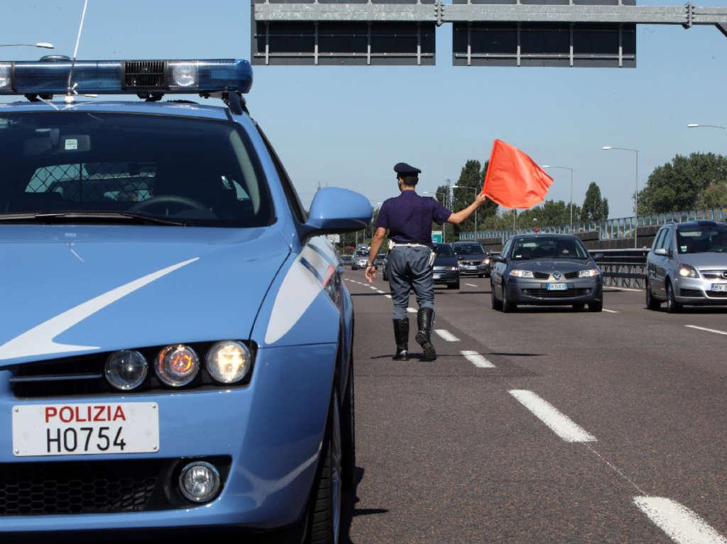 Si schianta contro le barriere: un morto e due feriti sulla Palermo-Catania