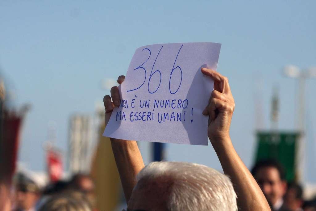 A Lampedusa apre la mostra Treiesotto per commemorare le vittime del mare