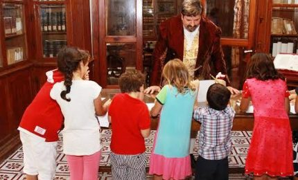 Le famiglie al museo.Folla di bambini tra i tesori del Mandralisca