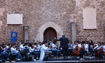 """Spettacolo. Francesco Cafiso a Catania suona con i bambini del quartiere """"Librino"""""""