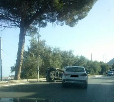 Incidente stradale a Cefalù: un'auto finisce sottosopra (aggiornamenti)