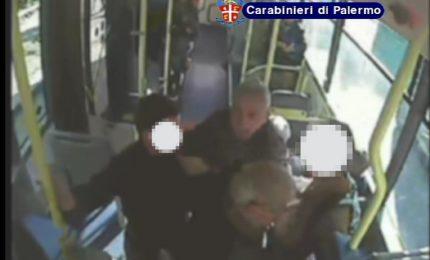 """""""Cinturano"""" la vittima sul bus di linea, due arresti a Palermo"""