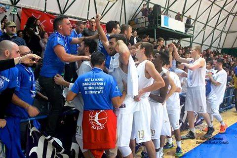 """Zannella Basket. L'appello degli ultras: """" Uniti possiamo vincere"""""""