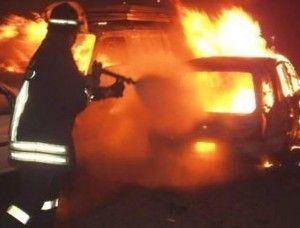 Piromane a Palermo, in fiamme una decina di auto