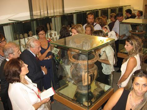 Si presenta volume su collezioni archeologiche Mandralisca