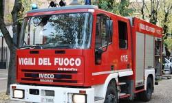 incendio in una palazzina fiamme in un'abitazione cellulare in carica incendio fiamme