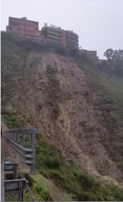 Video, frana a Taormina [Immagini forti]