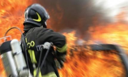 Appiccavano incendi per guadagnare, indagati volontari dei Vigili del Fuoco