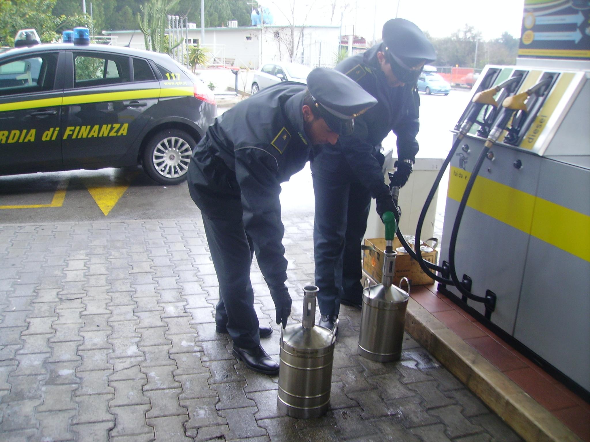 Truffe agli automobilisti a Palermo, 5 distributori di carburante sequestrati