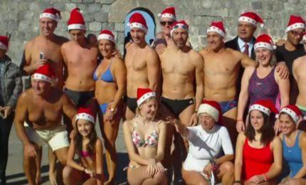 Cefalù: Il bagno di Natale degli sportivi della Nuoto Kepha (Video)