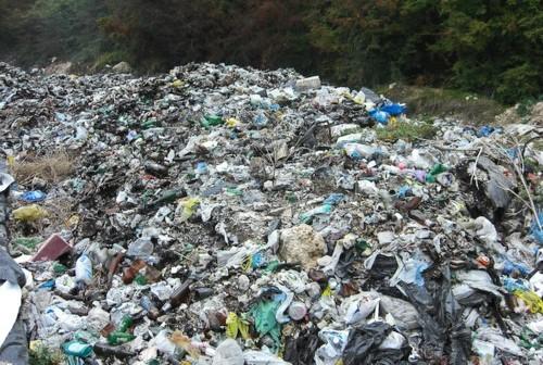 Emergenza rifiuti, scatta il piano per bonificare le discariche