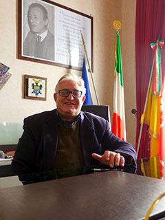 Polizzi, il sindaco Lo Verde fa il custode del museo per tenerlo aperto