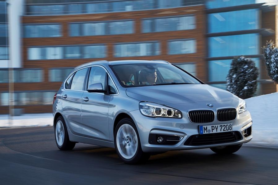 Nuova BMW 225xe