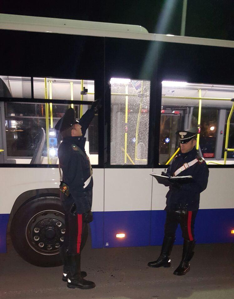 Sassate contro l'autobus, arrestato 26 enne