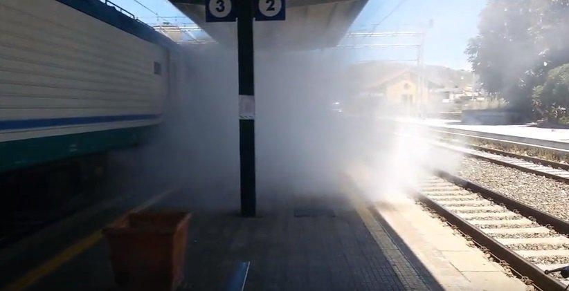 Treno pendolari prende fuoco a Bagheria