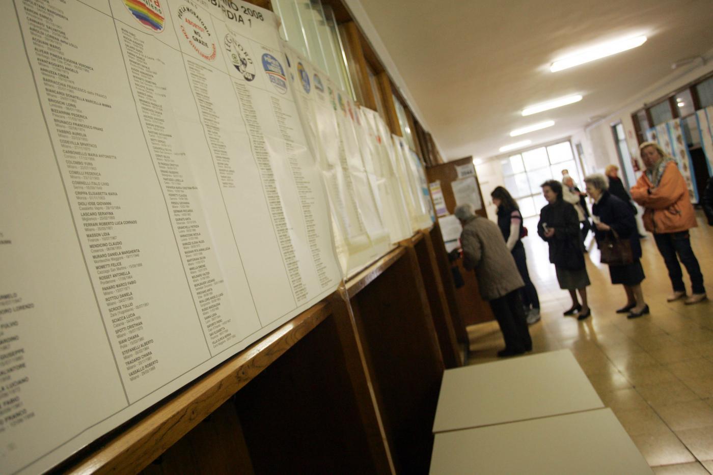 Elezioni regionali in Sicilia: alle 12 affluenza al 10,8%. DIRETTA