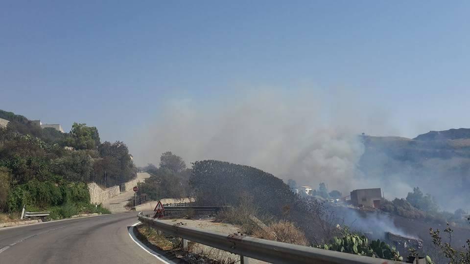 Ancora incendi, bloccata la Palermo Sciacca