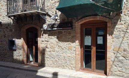 San Mauro, banca aperta solo due giorni: si scatena la protesta