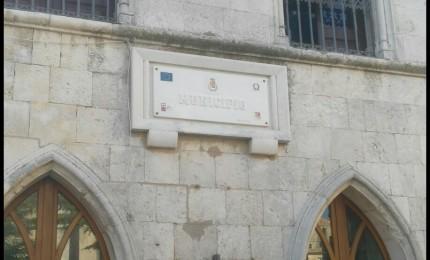 Una nuova insegna per il municipio di Petralia Soprana