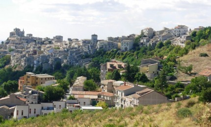 Antichi mestieri, a Petralia si impara ancora a intagliare la pietra