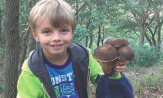 Il piccolo Alfredo, a 9 anni, scrive un libro sulla natura e i funghi